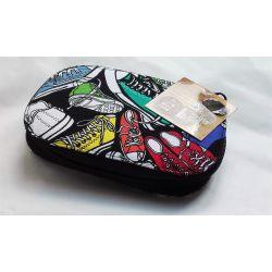Très Jolie Pochette à Couture Baskets Fond Noir 9,50 x 14 cm Nécessaire de Couture de Voyage